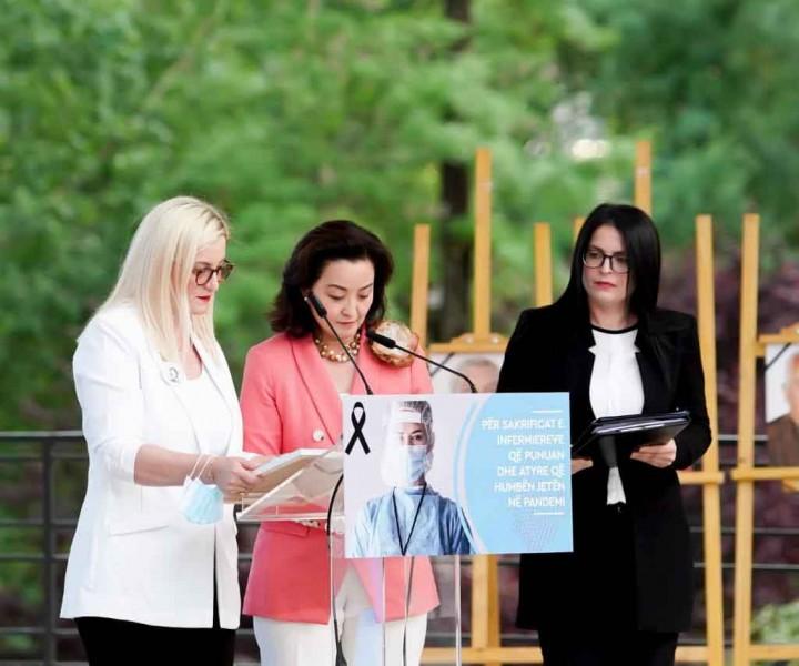 """""""In Memorium"""", në nder të infermierëve që humben jetën nga COVID-19, në Ditën Ndërkombëtare të Infermierit"""